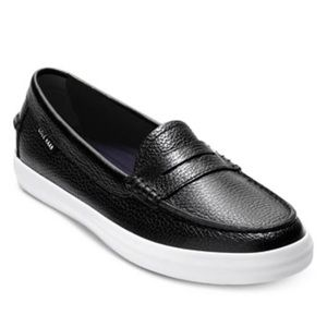 Cole Haan Nantucket loafers. Black. Size 7.5